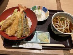 実際の季節の天丼御膳。 天ぷらがサクサクで、美味しかった。 うどんもまあ普通?に美味しかった。 (ごめんなさい)