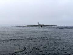 大間崎の灯台です. こちら↓に動画があります. https://youtu.be/1JRv4IBGNj4