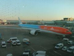 オランダ・アムステルダム(スキポール)空港に到着。 日本との時差は8時間 現地時刻で15:40頃です。