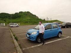トヨタレンタカーでこの青い可愛いヤツ朝から夕方まで4,400円、もう到着しました。積丹半島の駐車場。 此処までの写真は一切ありません($・・)/~~~普通の北海道らしい田舎道で制限速度60キロってのも凄いけど、地元ドライバーはこの青い可愛いヤツをバンバンぶっちぎりマス! びっくり北海道(^^;)