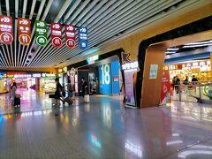 2時間ほどで杭州東駅に到着。杭州駅の西広場に食堂があることを確認してます。