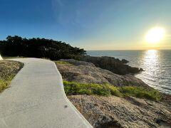 陽がさらに落ちてきました。灯台に上がるのを諦めて、稲佐の浜に急がなきゃ。