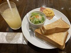 更に別の日のモーニング 昭和レトロな喫茶店 でも平成的なWi-Fiとスマホで払える令和的な要素もあり