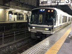 米原駅で乗り換え  普段は車での移動ばかりなので、ローカル線、なんだか 懐かしい気持ちになった。 約20分電車の旅。