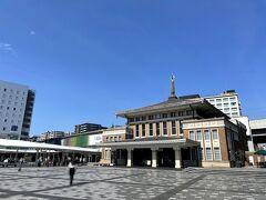 ホテルをチェックアウトして滋賀県に向かいます。  この観光案内所、随分立派だなぁと思ったら旧JR奈良駅の駅舎だったんですね。