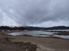 旧下ヨイチ運上家のすぐ近くの海。  確か海水浴場との案内があったんですが。 北海道にビーチってあんまりピンとこないけど、夏はもちろん暑いし、海もあるからビーチはあるよね。