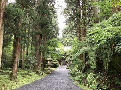 大福やから下道で1時間くらい。 御岩神社に来ました。  全然知らなくて、福島への移動中に観光できるところないかなと思って調べていたら出てきた神社なのですが、日本屈指のパワースポットみたいな記事が。  宇宙飛行士が宇宙から地球を見たときに光の柱が立っていて、そこがこの神社だったとか。 なんそれ。