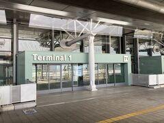 人気のない第1ターミナルを通り過ぎ・・・