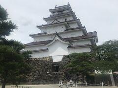 数年前に赤瓦にリニューアルしたそうで、私の知ってる鶴ヶ城ではなかったです。  でも、懐かしい