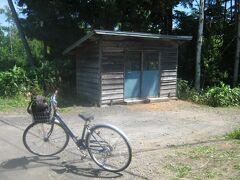そこにあるのは、旧北剣淵駅。  まずはケロアスちゃんと記念撮影。