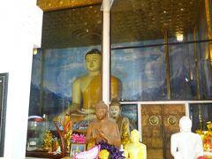 お釈迦様を始め仏像が安置されています