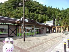 新潟県と群馬県をまたぐ長ーい関越トンネルを抜けて、最初にある谷川岳PAに立ち寄ります。 ここに立ち寄った理由というのは…、