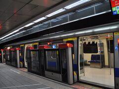 台中メトロ緑線を乗り終え、再び高鉄に乗って台北駅へ、台北メトロ淡水信義線に乗り換えます。