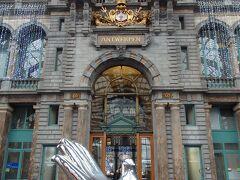 アントワープ駅構内  当初は木造の建物だったものが、ブルージュ出身の建築家、ルイ・デル・センセリー によって1895年から10年かけ改築され、1905年に今の姿に完成したそうです。