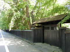 角館随一の観光名所である武家屋敷は軒並みお休み中。
