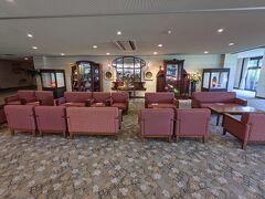 興味のない人にはどってことないのですが阿蘇プラザホテルにはロビーや館内に様々な美術品が展示されてます。
