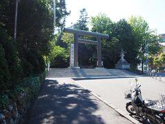 円山公園駅から暑い中を歩くこと10数分 北海道の総鎮守「北海道神宮」です 札幌市民のオアシス円山公園に隣接しています というか、神宮の方が先だと思いますね