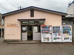 ●北陸鉄道 新西金沢駅  金沢カレーを堪能した後、ホテルに向かいます。 JR西金沢駅の横にある、北陸鉄道を利用しようと思います。 新西金沢駅です。
