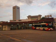 ●北陸鉄道 野町駅  数分の乗車であっという間に終点の野町駅です。 野町駅は、改札がいつでもオープンになっているわけでなく、電車ごとの改札業務が行われていました。