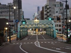 ●犀川大橋@にし茶屋街界隈  さぁ、犀川大橋が見えてきました。 この向こう側は、金沢の繁華街、香林坊です。