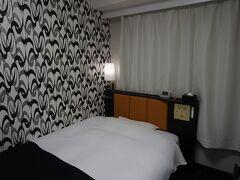 ●APAホテル金沢片町  金沢に来たら、定宿にしているAPAホテル。 しかし、今回やってしまいました。 チェックインしようとしても予約が取れていない…。 ん?そんなはずでは…と確認すると あ…同じAPAでも、違うAPAでした。 金沢ってAPAホテル多いのです。 APAのおひざ元なんです。 徒歩圏内だったので良かったのですがね。 ゆっくり眠れました。