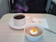 デザートとコーヒーを頂いたら間もなく日本です