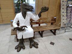 福井駅に到着しました。 この恐竜の置物がたくさんありました。