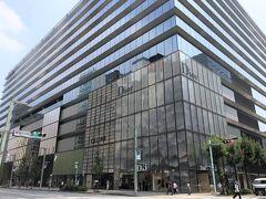 東京・銀座『GINZA SIX』  商業施設『ギンザ シックス』の外観の写真。  こちらはホテルに向かう前に買い出しに訪れた際に撮影しました。 宿泊記は別で作成することにして、銀座のグルメを載せていきます。  2021年7月にUPしたブログはこちら↓  <銀座グルメ【鉄板焼 銀座 鉄十】蟹会席【銀座 かに匠】 築地鮨【秀徳3号店】シャンパンバー【ANGEL CHAMPAGNE】 【ラデュレ サロン・ド・テ】銀座三越店『ザ ロイヤルパーク  キャンバス 銀座8』最上階のミシュランシェフ監修のレストラン 【Opus(オーパス)】テラスで乾杯♪『帝国ホテル 東京』の オールデイダイニング【パークサイドダイナー】のパンケーキ>  https://4travel.jp/travelogue/11701466  <【ダイニングバル コダマ ステーキアンドクラブ】でランチ♪ ジュエリースイーツ【ルワンジュ トウキョウ ル ミュゼ】銀座の アートデセール♪「ポロ ラルフ ローレン」のカフェ 【ラルフズ コーヒー 銀座】【グリルうかい】丸の内店でランチ♪ 『大手町プレイス』【神戸牛焼肉&牛タン料理 舌賛(ぜっさん)】で 焼肉ディナー♪>  https://4travel.jp/travelogue/11706380  <大手町のラグジュアリーホテル『パレスホテル東京』 2020年9月開業の『フォーシーズンズホテル東京大手町』39階にある カフェラウンジ【ザ ラウンジ】で2021年6月1日から マンゴーサマーアフタヌーンティーがスタート♪>  https://4travel.jp/travelogue/11695588  <『フォーシーズンズホテル東京大手町』宿泊記 ①  ミシュラン星付きシェフのフレンチ【est(エスト)】でランチ♪ ルーフトップテラスからの眺望★バー【VIRTU(ヴェルテュ)】>  https://4travel.jp/travelogue/11701125  <『フォーシーズンズホテル東京大手町』宿泊記 ②  東京タワー&皇居御苑ビューの眺望の良いコーナールーム 「パノラマスイート」に驚愕のアップグレード>  https://4travel.jp/travelogue/11701324  <『フォーシーズンズホテル東京大手町』宿泊記 ③  天空のサンクチュアリ【ザ・スパ】のプール&インドアバス&サウナ、 「パノラマスイート」からの夜景☆彡>  https://4travel.jp/travelogue/11705797  <『フォーシーズンズホテル東京大手町』宿泊記 ④ イタリア料理【PIGNETO(ピニェート)】のルーフトップテラス& 朝食、【THE SPA】のスパトリートメントルーム、ジム&プール>  https://4travel.jp/travelogue/11708596