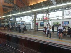 町田-小田原間で唯一の停車駅、本厚木駅。