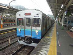 伊豆急行線直通の、伊豆急下田行き。 東海道線から直通してくる電車以外は、伊東線はすべて伊豆急の車両が走っている。 見るからに東急のお古電車。まあ、伊豆急は東急グループですからね。