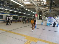 9,10番線横須賀線ホームへ。