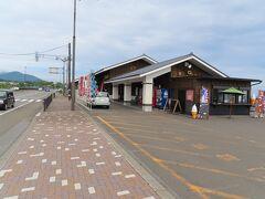流石に13時30分になれば腹も減る。 目的地の松前に着いたので、道の駅「北前船松前」で食事を。