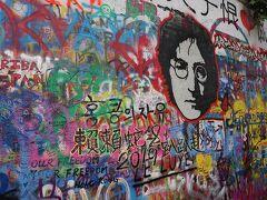 途中で立ち寄ったジョン・レノンの壁 ジョン・レノンが描かれていましたが絶えず上書きされているのでどんな壁になっているのかは訪れてみないと分からないという壮大な落書きOK壁
