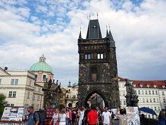 橋を渡った先にある旧市街橋塔 1380年以前には完成した歴史ある塔 やっぱり100CZKで登ることができカレル橋とプラハ城を望むガイドブックでお馴染みの景色を望むことが出来ます(登ってないケド…)