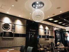 終演後は遅めのランチで阪急のダマンリュミエールへ。  パリの紅茶専門店、ダマンフレールのカフェレストランです。