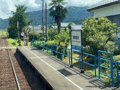 越前高田駅。 陸前高田と一文字違い。  ここまで来ると越美北線の旅は終わりに近い。