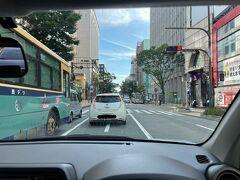 二日目スタート! 8:00福岡を出発し、私の大好きな「めんべい」の直売所へ! 福岡市内から約1時間ほどにある直売所へ…