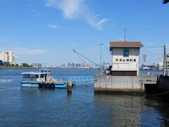 大阪市内には幾つもの渡船場が残っていて   誰でも無料で利用できる事は知ってはいたけど、、、    観光客か、この周辺で住んでない限り、まぁ利用する事はないよなぁ   って感じで、私には無縁の世界です