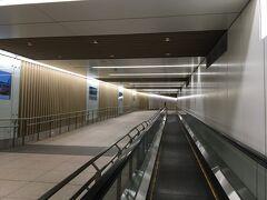六本木駅から東京ミッドタウンへ向かいます。地下で繋がっているので便利です。
