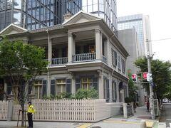 旧居留地十五番館(1881年竣工。元アメリカ領事館で独特な造りで重文です。)