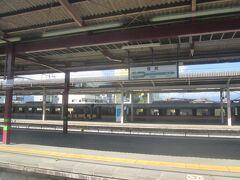 9:54 名古屋からのしなのが先に発車