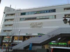 三浦半島1DAYきっぷで、横須賀中央駅から京急久里浜駅まで移動しました。 京急線は、横須賀中央駅から2駅の堀ノ内駅で、本線と久里浜線に分岐します。