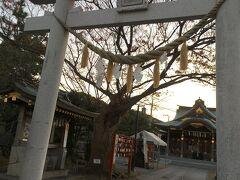 商店街からくりはま花の国に向かう途中、久里浜天神社に立ち寄りました。