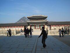 まずは定番の景福宮を訪れました。