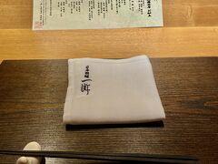 16時くらいから、空腹でイライラしてたので待望のお夕食。  今日はホテルのレストランで、天ぷらのコースをいただきます。  実は、私たちそんなに懐石料理が好きではないのです。