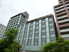 ホテルミクラスに着きました。熱海港からバスで5分程です。