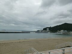 アタミサンビーチです。人もまばらでした。以前の夏は人で埋め尽くされていたのが嘘のようです。