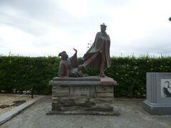 尾崎紅葉の小説「金色夜叉」で有名な小説にちなむ「貫一・お宮」の像です。最初に見た時はDV!?かと。