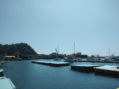 都内の自宅をゆっくり10時頃出発し、12時ちょっと前に保田漁協直営食堂のばんやに到着。ばんやでは漁港で水揚げされた新鮮お魚が提供されている。