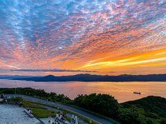日の入り時間を調べていたので、展望台に到着するとタイミング良く素晴らしい夕陽を見る事が出来た。